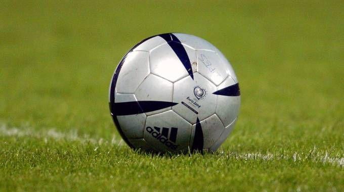 Un pallone da calcio (Foto Ansa)
