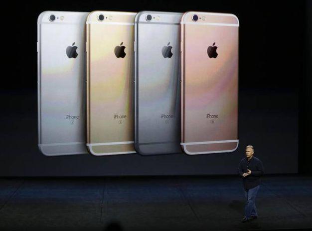 I nuovi iPhone 6s (Ansa)