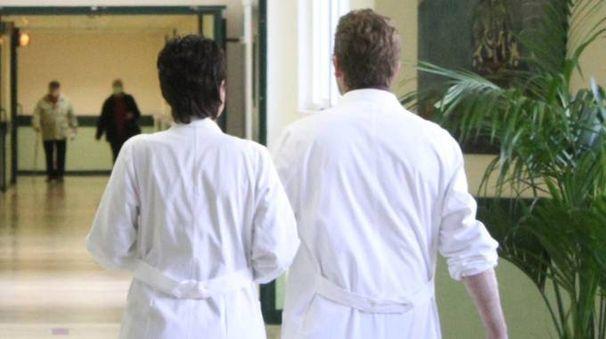 Due medici in ospedale (foto di repertorio)