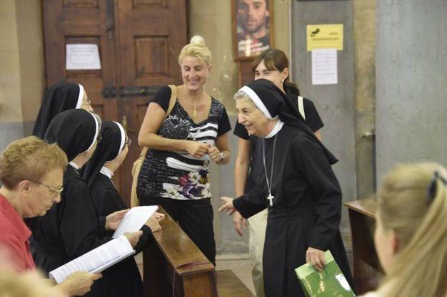 Il saluto a suor Ernesta (foto Novi)