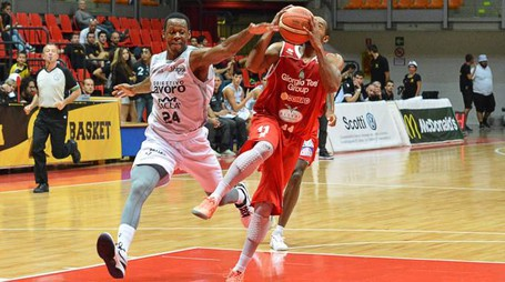 Livorno basket Trofeo Allianz gara Pistoia-Bologna