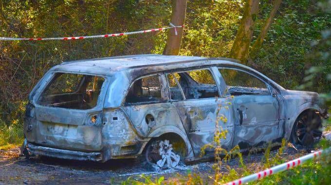 Albino: station wagon completamente bruciata, all'interno c'era un cadavere carbonizzato