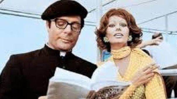 Marcello Mastrionanni e Sophia Loren in una scena del film 'La moglie del prete' di Dino Risi