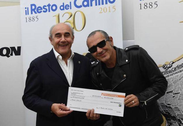 Beppe Boni, vice direttore del Carlino, con Luca Carboni (FotoSchicchi)
