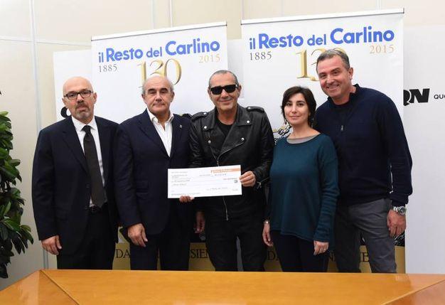 Paolo Gatti, responsabile della filiale di Anzola della Banca di Bologna, Beppe Boni, Luca Carboni, Gloria Fangali di Amani e Antonio Tortora (FotoSchicchi)