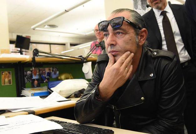 Luca Carboni al desk (FotoSchicchi)