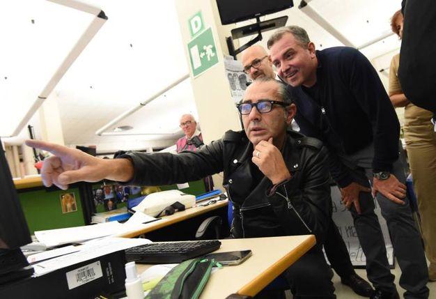 Luca Carboni con i 'vice direttori' Paolo Gatti, responsabile della filiale di Anzola della Banca di Bologna, e Antonio Tortora (FotoSchicchi)