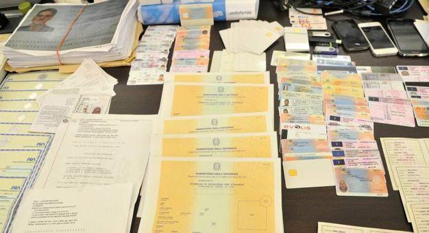 Arrestato falsario. Taroccava carte per gli immigrati - Cronaca ...