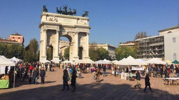 Mercato contadino all'Arco della pace di Milano (Twitter)