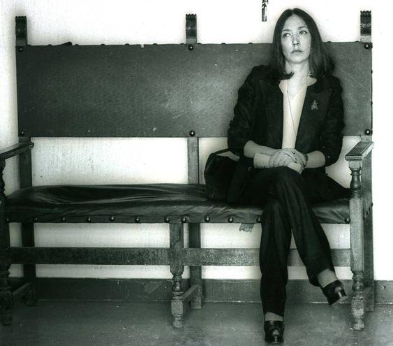 Oriana Fallaci nel 1976 durante il processo contro Pelosi (Ansa)