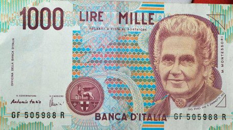 2015 ONLY FOR ITALY NELLA FOTO, THIS PHOTOGRAPH : LIRA ITALIANA , BANCONOTA DA MILLE LIRE PRIMA DELL'EURO ENTRATO IN VIGORE IN ITALIA DAL 1 GENNAIO 2002. DATE, DATA: 17 APRILE 2015 PLACE, LOCATION : ITALIA banconote lira italiana 20120346