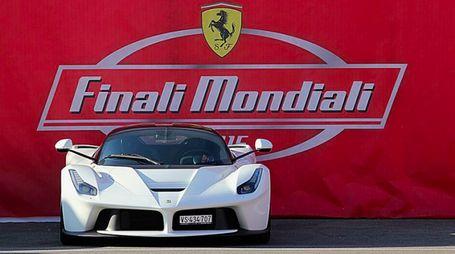 Una delle vetture Ferrari al Mugello