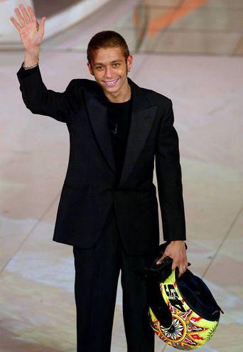 Marzo 2003, Rossi 'versione Matrix' sul palco di Sanremo