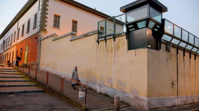 Il muro di cinta e una torretta della casa circondariale di via Cagnola dove c'è grande preoccupazione (Cavalleri)