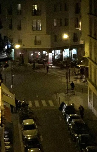 L'esterno del ristorante dove si è verificata una delle sparatorie (Ansa /Twitter)