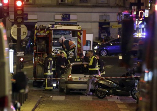 Ambulanze soccorrono i feriti (Afp)