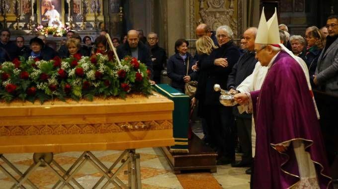 Un momento dei funerali in duomo