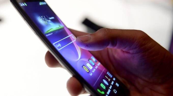 Uno smartphone (Ansa)