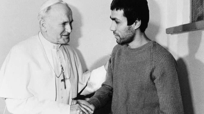 Nel Natale del 1983 Giovanni Paolo II visitò in carcere a Rebibbia Ali Agca. Il Santo padre non ha mai rivelato i contenuti del colloquio. Nel 2014 Agca portò un mazzo di fiori sulla tomba del Papa.