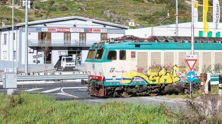 Un treno di Trenord in Valtellina