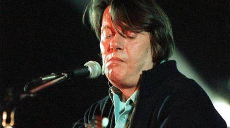 Il cantautore Fabrizio De Andre' in un'immagine d'archivio. ANSA/ARCHIVIO - RED