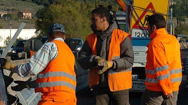 Tecnici Anas al lavoro (Foto Crocchioni)