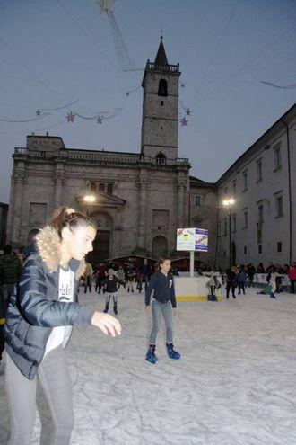 Il villaggio di Natale in piazza Arringo (Foto Labolognese)