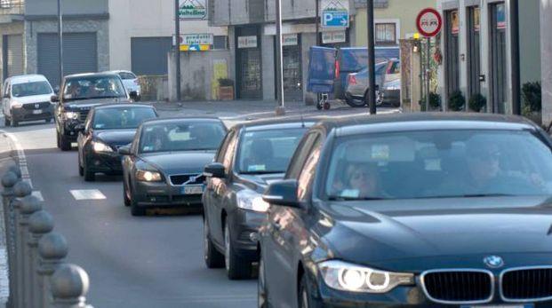 Auto in coda a Tirano nella giornata di martedì