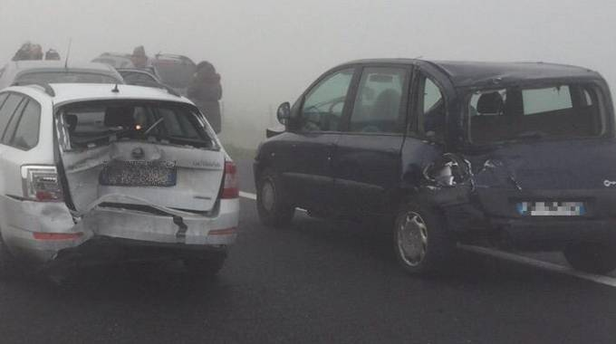 Altedo, incidente in A13 causato dalla nebbia