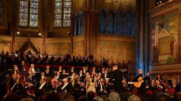 Il concerto di Natale ad Assisi (foto LaPresse)