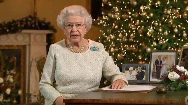 Natale la regina elisabetta la luce trionfer sulle for La regina anne casa