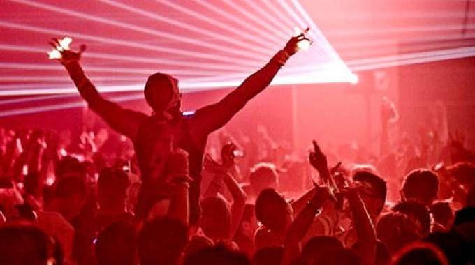 Un rave party (immagine generica)