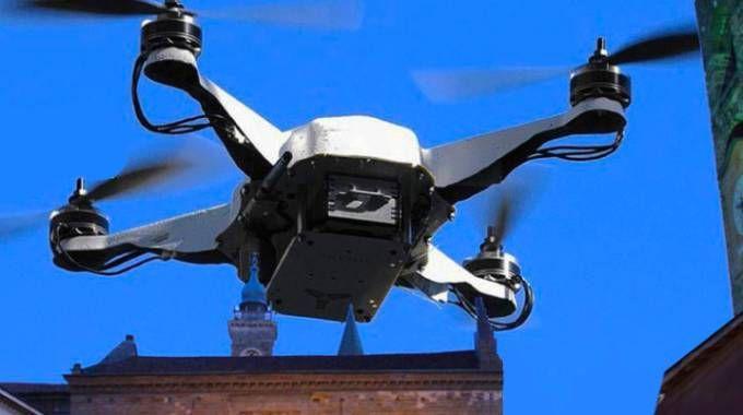 Un drone si libra in volo