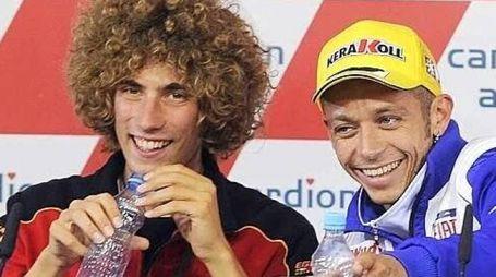 Marco Simoncelli e Valentino Rossi nella foto postata su Twitter nel profilo del campione di Tavullia
