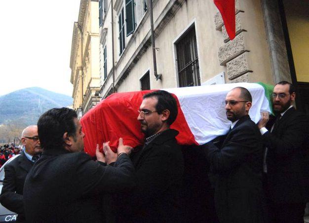 Il feretro viene trasferito in Duomo