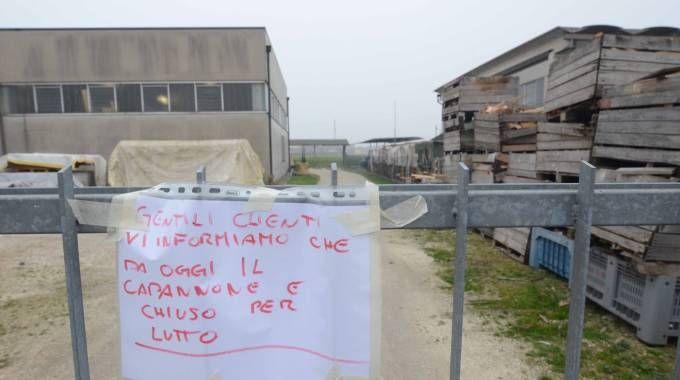 L'azienda di Massimo Negrini chiusa per lutto