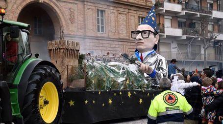 Il sindaco Corvatta vestito da mago (foto Vives)