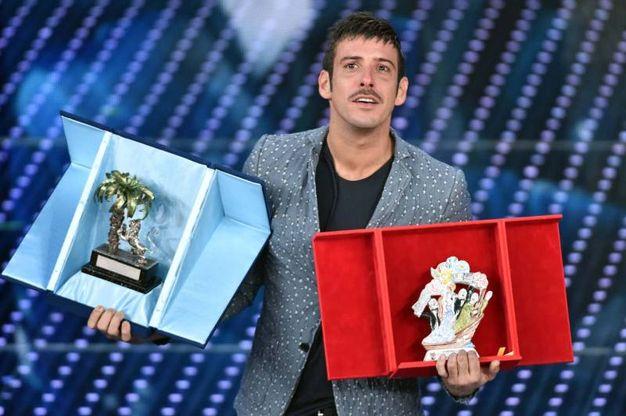 Francesco Gabbani trionfa a Sanremo (foto LaPresse)