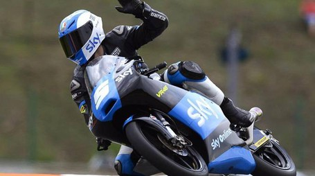 epa04355101 Italian Moto3 rider Romano Fenati of the Sky Racing Team VR46 reacts after the second free practice session of the Motorcycling Grand Prix of the Czech Republic at Masaryk circuit in Brno, Czech Republic, 15 August 2014. The Czech Motorcycling Grand Prix will take place on 17 August 2014.  EPA/FILIP SINGER