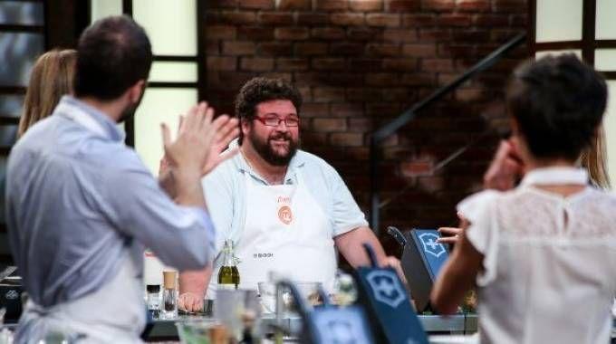 Il ferrarese Dario Baruffa (al centro) ai fornelli di «Masterchef»: la sua avventura si è conclusa ieri