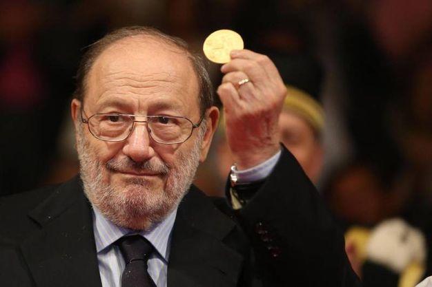 Eco riceve il Sigillo d'oro dall'Università di Bologna (Ansa)