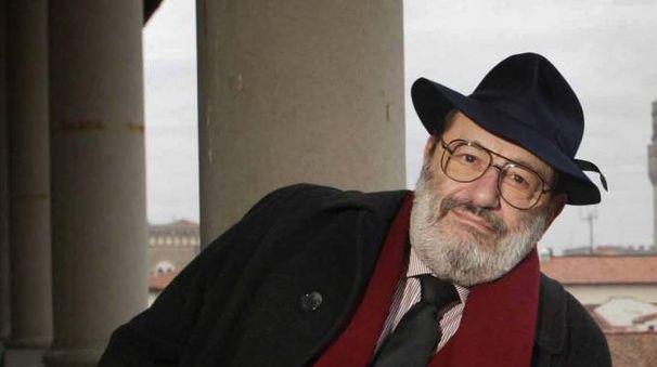 Lo scrittore e professore Umberto Eco