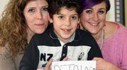 Matteo, inventore della parola 'petaloso' con la maestra e la mamma