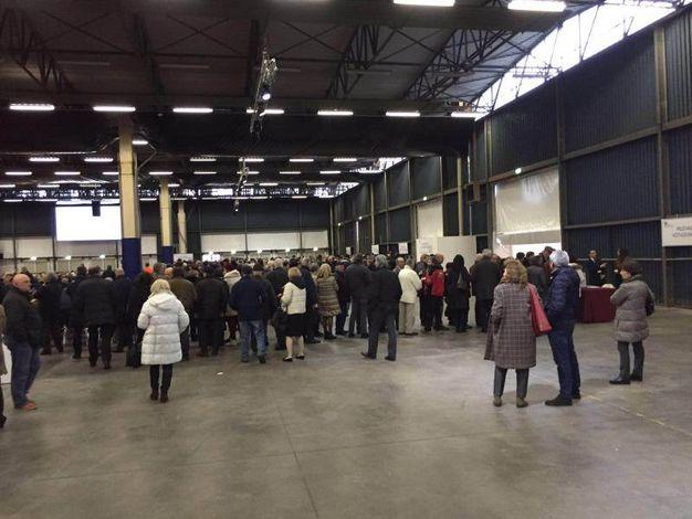 Soci in fila per il voto