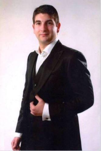 Il baritono Daniele Terenzi è Fiorello ma anche l'Ufficiale