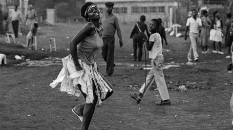 """""""Comrade-Sister, White City Jabavu"""" (c.1985), (Courtesy of images Lunetta Bartz, MAKER, Johannesburg)"""