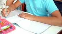 Scuola, banchi, quaderni: foto generica