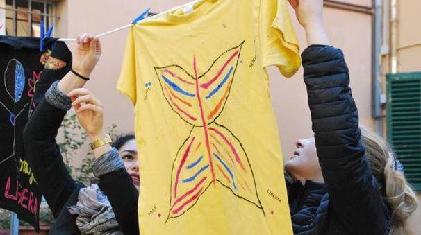 Le magliette disegnate dalle ragazze e dalle donne ospiti di Trama di Terre