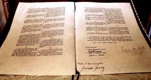 La Costituzione Italiana con firma di De Nicola al Senato