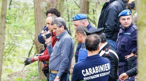 Dritan Demiraj alla cava di Santarcangelo dove venne trovato il corpo di Silvio Mannina